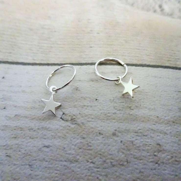 TTJ-656_Sterling_Silver_Tiny_Star_10_22mm_Sleeper_Hoop_Earrings